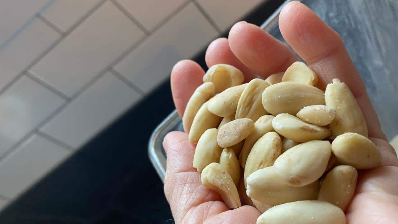 handful blanched almonds